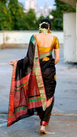 A gorgeous Maheshwari Saree, I want I want. :P Source: Pinterest